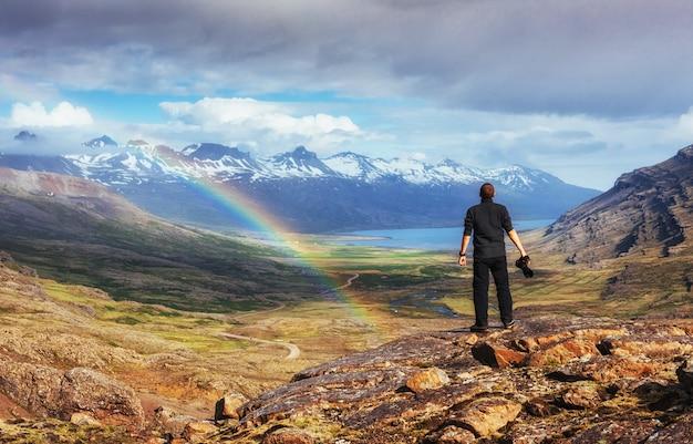 山と小雨の素晴らしい景色