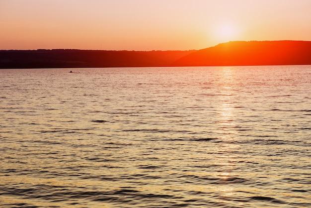 Фантастический вид на море и закат.
