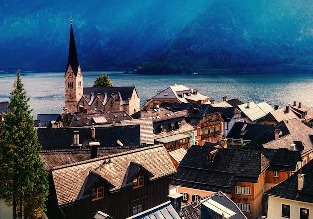 山間の町の素晴らしい景色。ハルシュタット