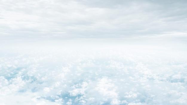 Фэнтези голубое небо и красивые облака, концепция бесконечности для композита