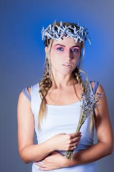 Фэнтези сахарный макияж, блондинка модель с лавандой