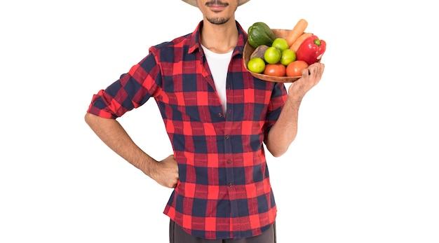 果物のバスケットを持っている農夫