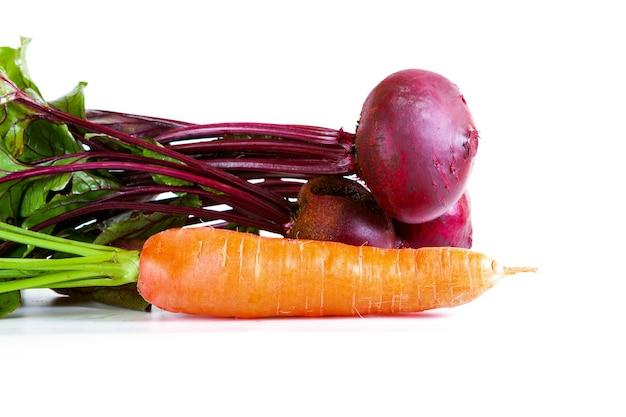 농부 제품 클로즈업입니다. 정원에서 채소 수확 - 당근과 사탕무
