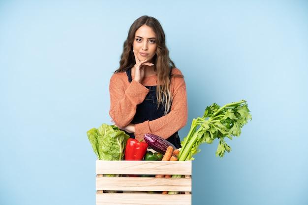 新鮮な野菜を箱に入れた農家
