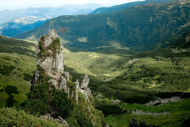 우크라이나 카르파티아 산맥의 스피츠 산 정상의 매혹적인 전망