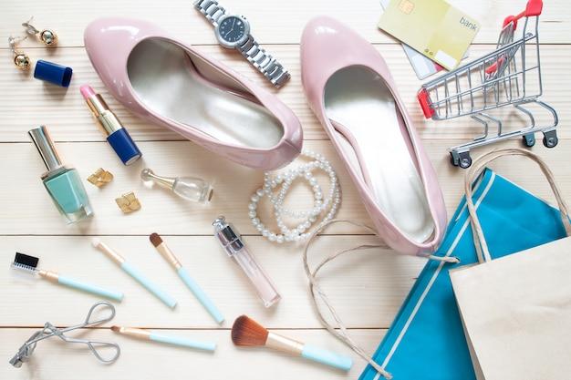 Концепция моды и красоты, продвижение по службе и покупки с женскими аксессуарами