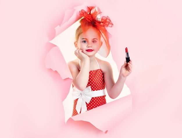 ファッションと美容のピンナップスタイルと子供の頃のファッションと美容