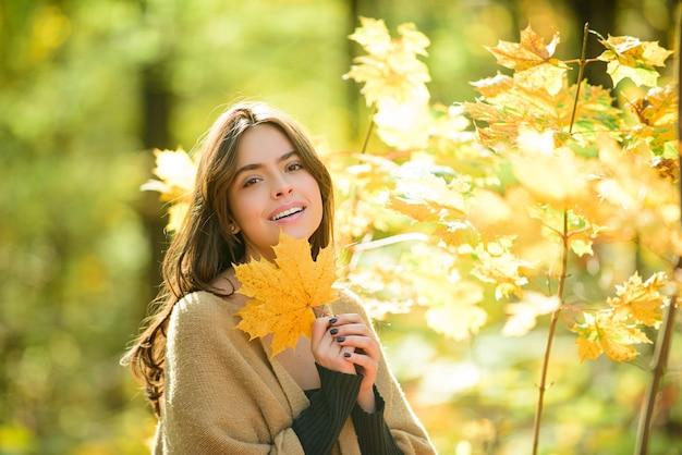 Fashion autumn portrait of stylish woman, posing on park.