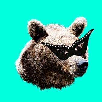 Модный коллаж минимальный. фотоманипуляция. маскарадный медведь. веселое искусство.