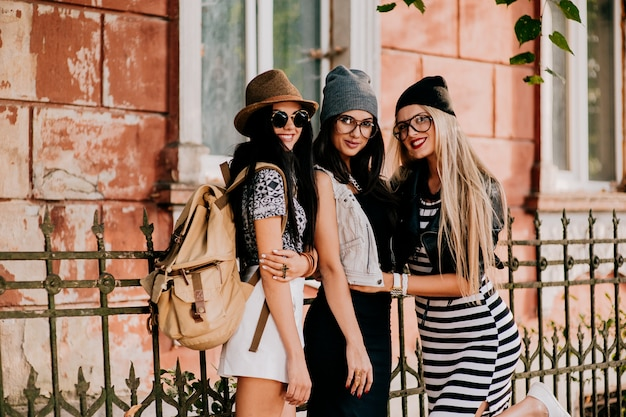 Fashion friends in the city