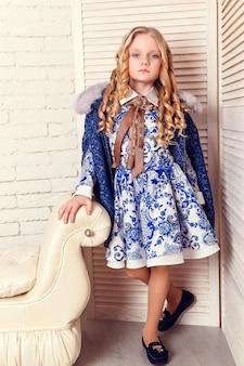 아름다운 소녀의 패션 인테리어 사진
