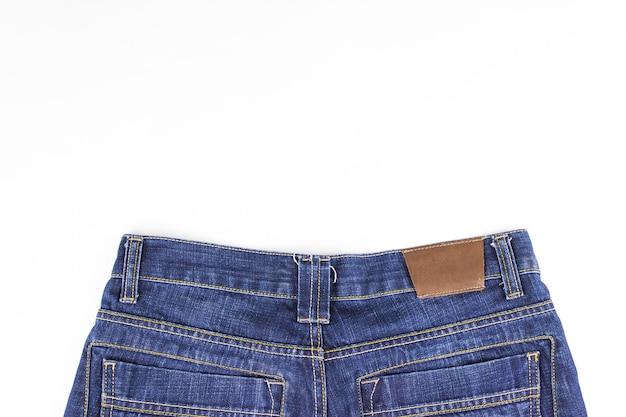ファッションジーンズボタン。ポケットとボタンが付いたジーンズパンツの一部。衣料品ラベル。スペースをコピーします。