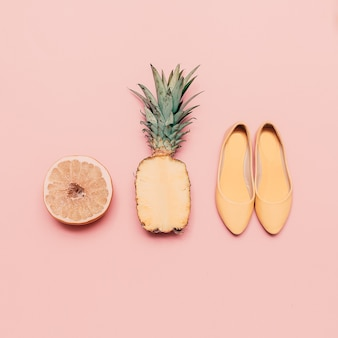 패션 숙녀 여름 스타일 세트입니다. 바닐라 과일과 신발