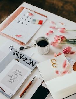 Журнал мод с кофе и цветами