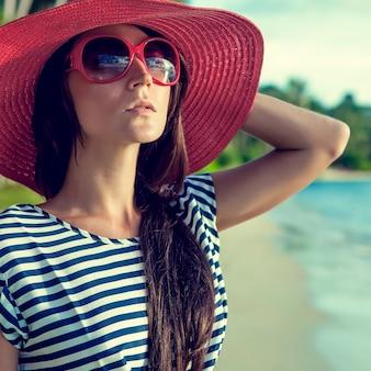 휴가에 여자의 패션 초상화