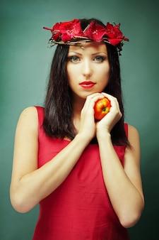 빨간색으로 아름 다운 여자의 패션 초상화