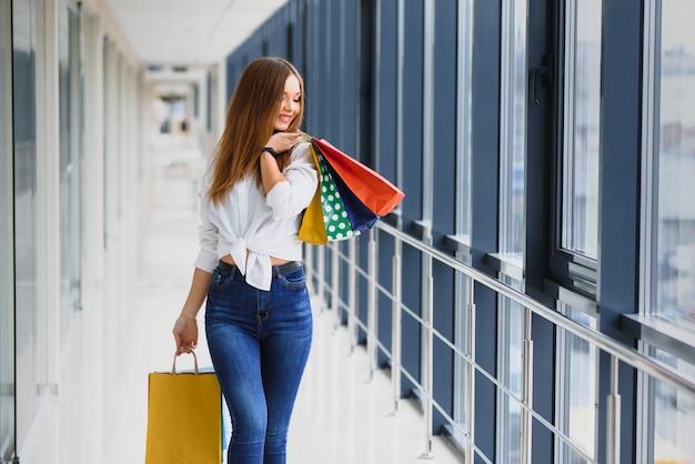 ファッションショッピング少女の肖像画