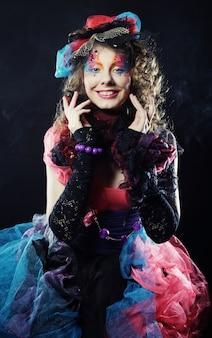 人形スタイルの女性のファッションショット