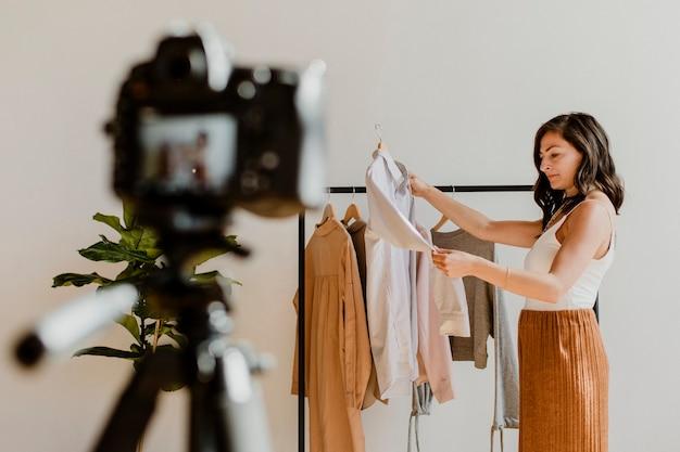 服を扱うファッションスタイリスト