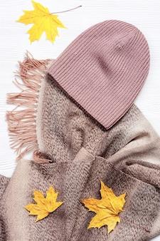 패션 울 따뜻한 스카프와 수제 니트 모자 아늑한 가을 여성 의류