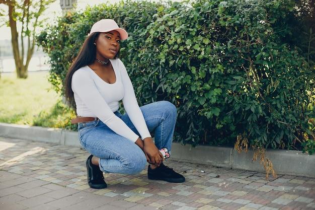 Модная черная девушка