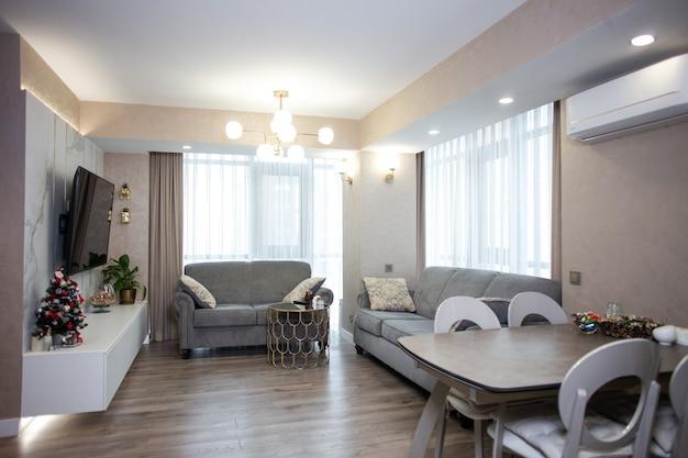 アパートのファッショナブルなインテリア デザイン。スタジオ アパートメントのデザイン。