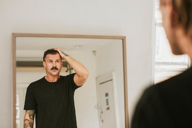 거울을보고 자신을보고 유행 남자