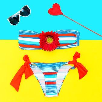 Модный купальник и аксессуары. стиль пляжной моды