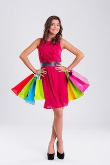 Модная женщина с хозяйственной сумкой