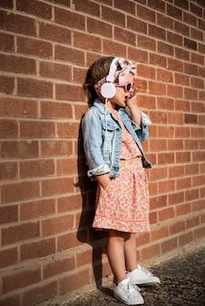 Fashionista 여자 아이 사랑스러운 귀여운 개념