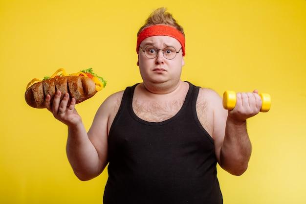 Толстяк выбирает между спортом и фастфудом