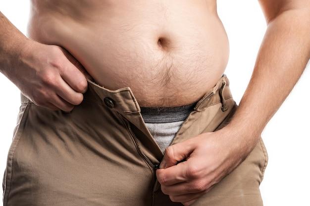 측정 테이프를 들고 뚱뚱한 남자입니다. 체중 감량.