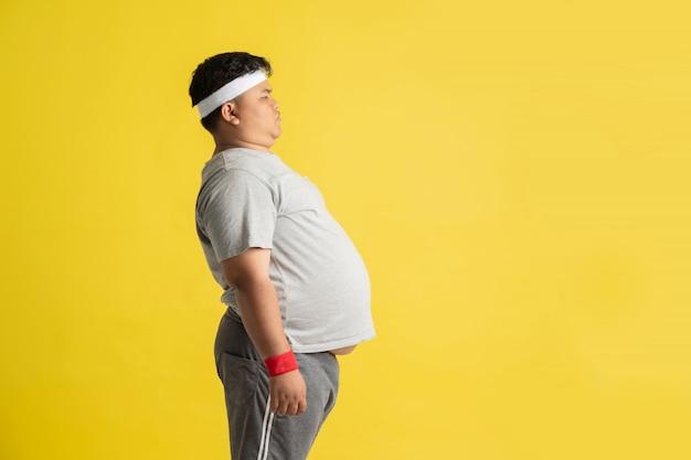 Толстяк показывает свои желудки