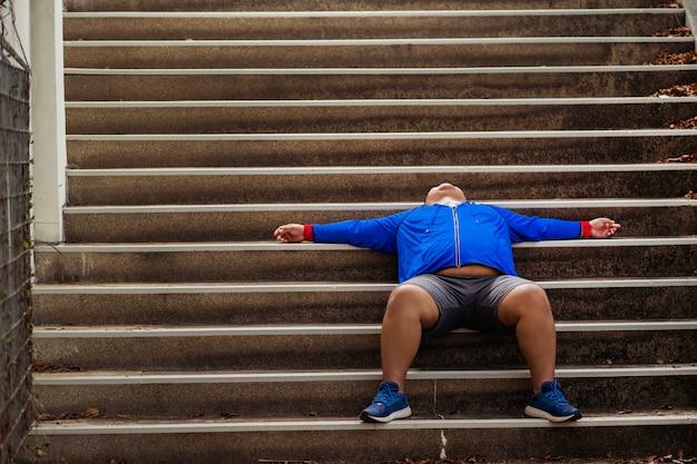 Толстяк устал и отговаривается