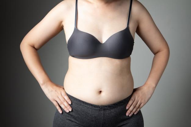 뚱뚱한 여자 셀룰 라이트 배 건강에 해로운