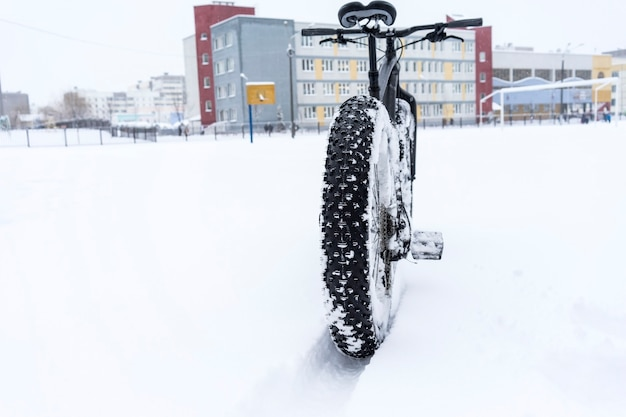 Fatbike in the snow near the school