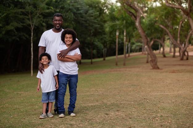 공원에서 야외에서 아버지와 아이들