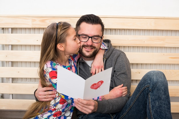 Отец и дочь вместе в день отцов