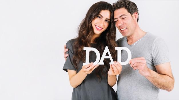 父と娘が抱きしめることを書いて