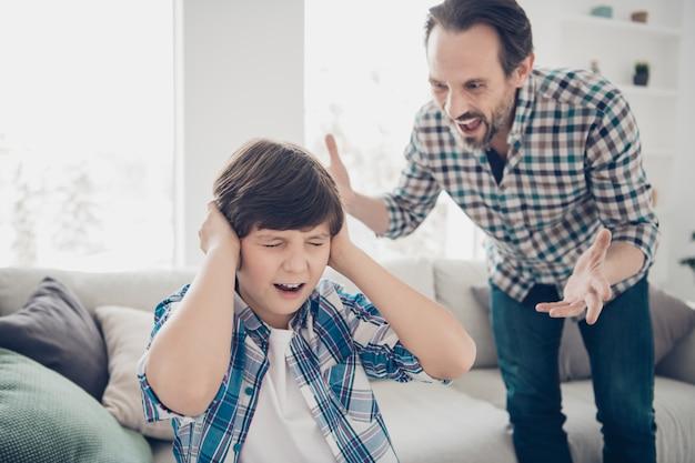 Отец и сын конфликтуют