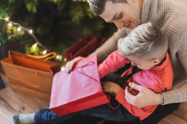 父と息子のクリスマスプレゼント
