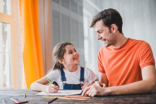 Отец с дочерью в отцовский день