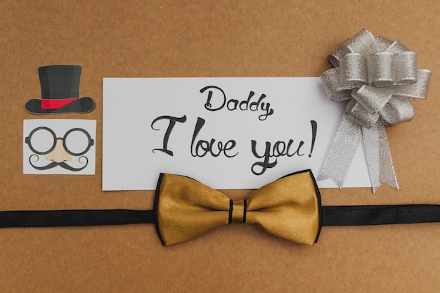Composizione del giorno del padre con archi e bello messaggio