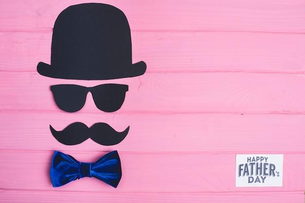 Composizione giorno del padre con sfondo rosa in legno