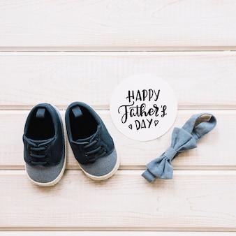 Composizione di giorno di padri con le scarpe Foto Gratuite