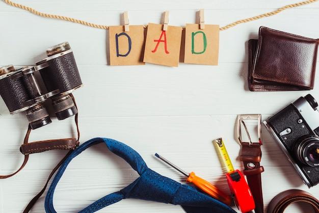Concetto di giorno di padri con accessori
