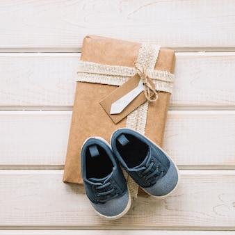 Scatola per il giorno di padri con scarpe Foto Gratuite