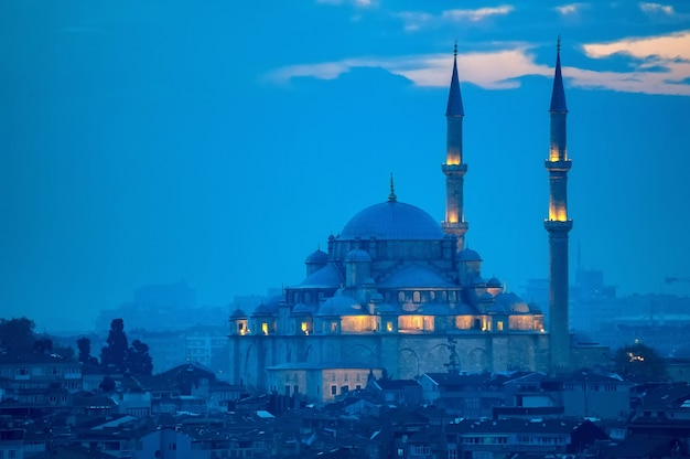 Фатих ками или мечеть завоевателя в стамбуле, турция.
