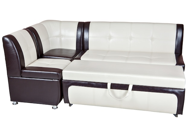 合成皮革のコンバーチブルソファベッド、ダイニングルームの家具、茶色の白、白い背景で隔離、クリッピングパスが含まれています。
