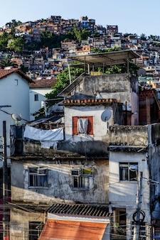 ブラジル、リオデジャネイロの貧民街。